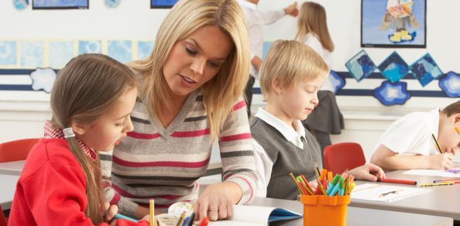 Samorządy nie zamierzają odstępować od możliwości zatrudniania na kontraktach terminowych w kolejnym roku szkolnym.