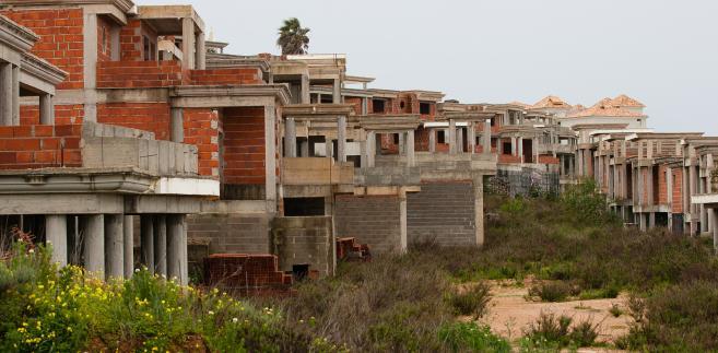 Niedokończone inwestycje budowlane w Portugalii.