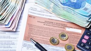 Spór z fiskusem sprowadzał się do tego, czy wypłacone mu odprawy i odszkodowania są zwolnione z podatku.