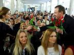 Bezpłatne żłobki i <strong>emerytury</strong> <strong>dla</strong> matek trojga dzieci: Program Solidarnej Polski <strong>dla</strong> <strong>kobiet</strong>