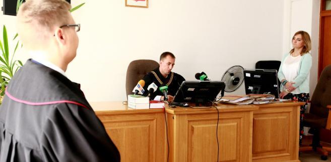 Sąd Rejonowy w Gostyninie skazał, 31 bm. Mariusza Trynkiewicza na 5 lat i 6 miesięcy więzienia za posiadanie pornografii dziecięcej w czasie, gdy odbywał on wyrok w zakładzie karnym w Strzelcach Opolskich w latach 2006-14