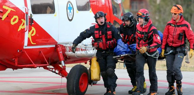 Ratownicy TOPR przetransportowali zwłoki turysty.