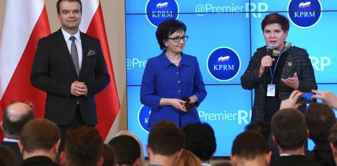 Premier Beata Szydło oraz Elżbieta Witeki Rafał Bochenek podczas spotkania w ramach noworocznego Tweetupu