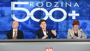 """""""Najtrudniejszy etap związany z wdrażaniem programu +Rodzina 500 Plus+ jest za nam"""" – powiedziała dziennikarzom Rafalska."""
