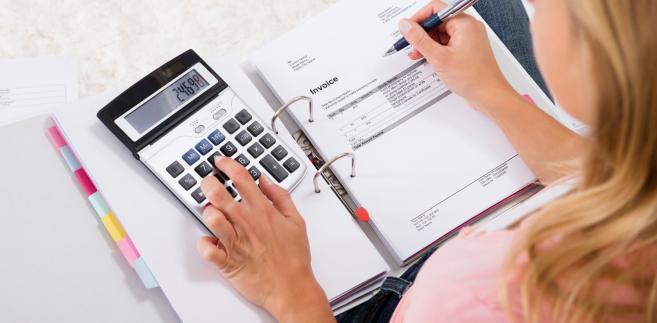W podanej sytuacji, mimo zapłaty odsetek od faktury, nie doszło do naruszenia dyscypliny finansów publicznych.