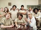 """<strong>""""Orange Is The New Black"""" - sezon 5</strong><br><br>Kolejna seria opowieści o więźniachkach z Litchfield poprowadzona będzie  w zupełnie inny sposób niż do tej pory, gdy poznawaliśmy losy bohaterek z przestrzeni ostatnich tygodni. Fabuła nowej cześć serialu rozgrywać będzie się w czasie rzeczywistym, a 13 odcinków przestawiać ma wydarzenia z jedynie trzech dni więziennego buntu.<br><br>Data premiery: 9 czerwca 2017, Netlifx"""