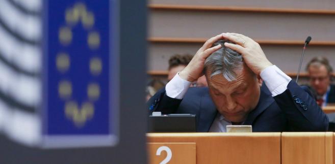 """""""Jesteśmy tuż po wyborach, a brukselscy ludzie Sorosa przypuścili na Węgry frontalny atak w Parlamencie Europejskim"""" – oświadczył rzecznik Fideszu Balazs Hidveghi"""
