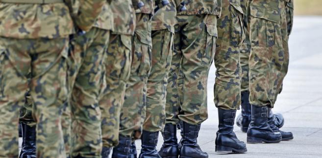 Wezwane mogą również zostać osoby, które ukończyły 18 lat i zgłosiły się ochotniczo do pełnienia służby wojskowej.