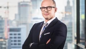 Marcin Cichy kieruje UKE od niemal roku. Zanim został prezesem, koordynował realizację strategii Mateusza Morawieckiego (SOR) w obszarze cyfryzacji.