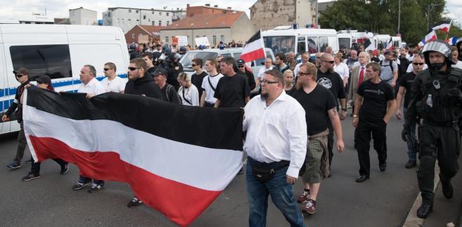 Niemcy: Marsz neonazistów w rocznicę śmierci Rudolfa Hessa