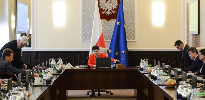 Zdaniem rządu wszystkie zmiany dotyczące funkcjonowania wymiaru sprawiedliwości wprowadzane są zgodnie z standardami ochrony praw człowieka i przy uwzględnieniu opinii Komisji Weneckiej