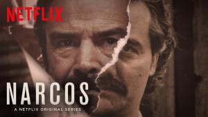 """1.Narcos (sezon 3) – 1 września, NetflixPod koniec drugiego sezonu """"Narcos"""" pożegnaliśmy Pablo Escobara. Zgodnie jednak z założeniami twórców, """"Narcos"""" to historia o kokainie. Narkotykowa akcja toczy się więc dalej. Po śmierci Escobara rolę głównego producenta i dystrybutora kokainy przejmuje kartel z Cali, pozostający wcześniej w cieniu swojego największego konkurenta. Po piętach stara deptać się im znany poprzednich sezonów agent DEA Javier Peña."""