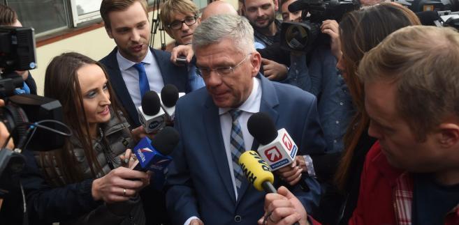 """Na pytanie, czy PiS chce ocieplenia relacji z prezydentem, Karczewski podkreślił, że są jedną drużyną. """"Pochodzimy z jednej formacji politycznej, jesteśmy i kolegami, ale przede wszystkim mamy takie same poglądy"""""""