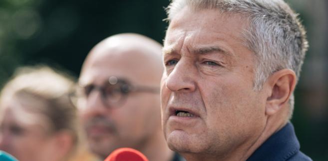 """W wydanym w ubiegłym tygodniu oświadczeniu Frasyniuk podkreślił, że to wezwanie ma charakter """"politycznej represji przygotowanej na polecenie funkcjonariuszy Prawa i Sprawiedliwości"""""""
