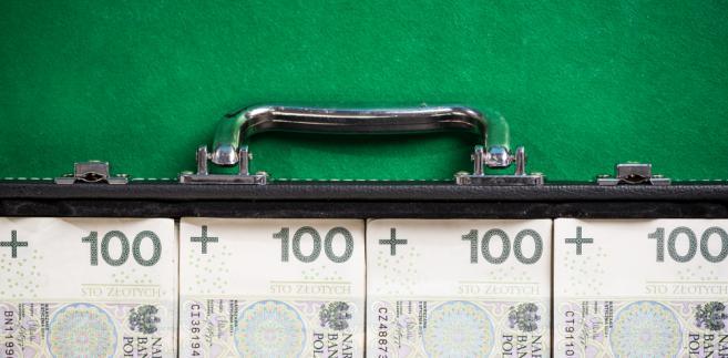 """PO o przekazaniu pieniędzy na Caritas: """"to nie jest zwrot nieprawnie pobranych drugich pensji"""""""