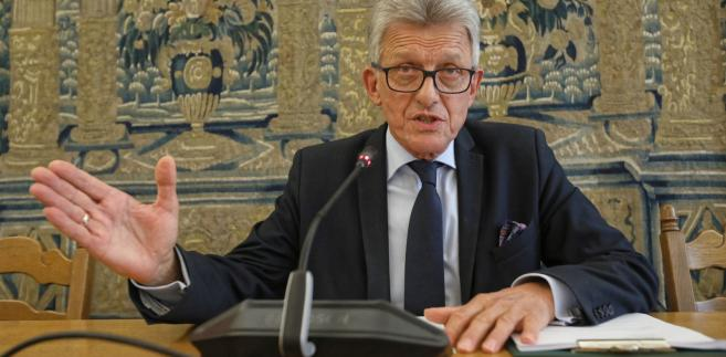 Przewodniczący komisji Stanisław Piotrowicz podczas posiedzenia sejmowej komisji sprawiedliwości i praw człowieka.
