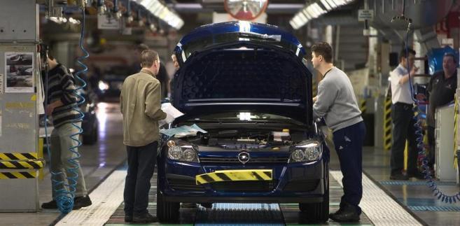Samochód  Vauxhall Astra montowany na hali w Ellesmere Port, Anglia. Fot. Bloomberg