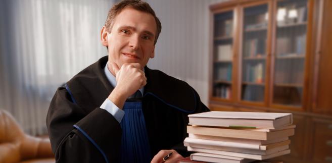 Z ustawy jasno wynika, że prawnik udzielający nieodpłatnych porad nie będzie uprawniony przekazywać swej pracy np. aplikantom.