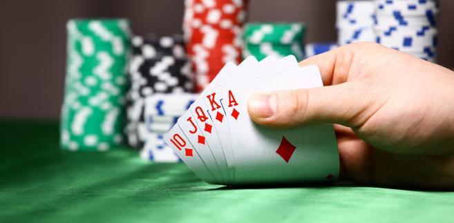 Obowiązek podatkowy powstaje z chwilą rozpoczęcia wykonywania działalności, przy czym w przypadku pokera – z chwilą przystąpienia do turnieju.