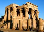 Świątynia na File była jednym z najdłużej istniejących miejsc kultu pogańskiego, została zamknięta dopiero w połowie VI wieku z rozkazu cesarza Justyniana. W czasach starożytnych na wyspie znajdował się ośrodek kultu Izydy.