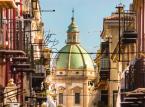 Palermo jest kulturalną, gospodarczą i turystyczną stolicą Sycylii. Jest miastem bogatym w historię, kulturę, sztukę, muzykę i potrawy regionalne. Palermo przyciąga wiele turystów dobrą, śródziemnomorską pogodą, renomowaną kuchnią i restauracjami, a ponadto romańskimi, gotyckimi i barokowymi kościołami, pałacami i budynkami, nocnym życiem i muzyką.