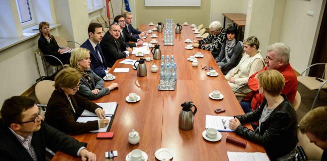 Spotkanie ministra Kosiniaka-Kamysza z opiekunami osób niepełnosprawnych. Fot.  PAP/Jakub Kamiński