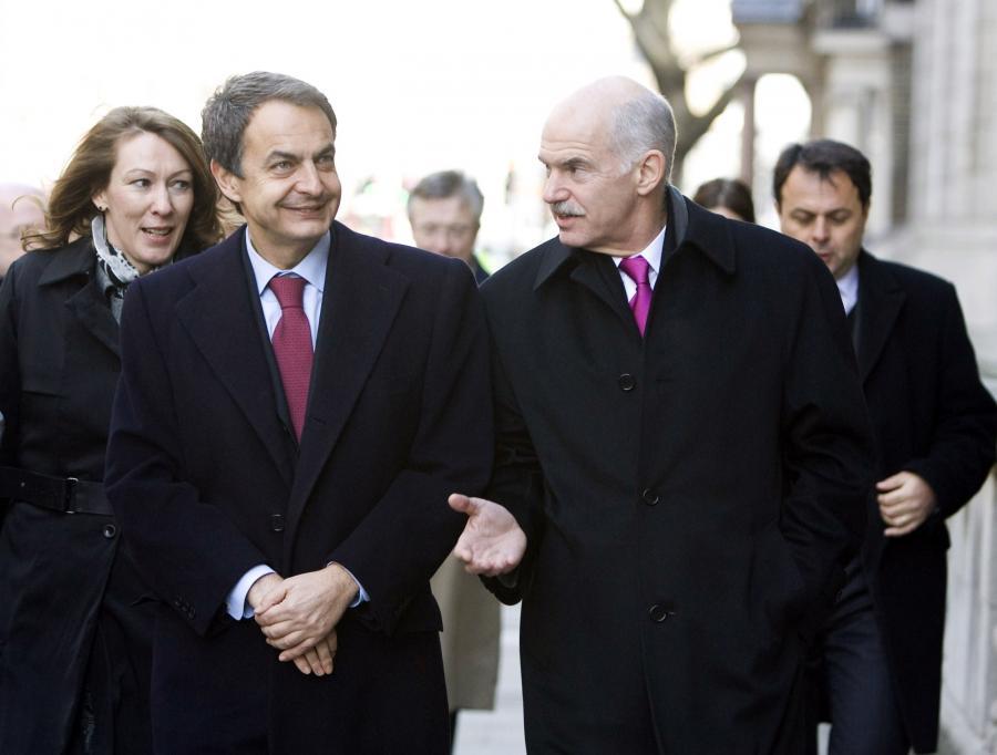 Jeszcze premier Hiszpanii Jose Luis Rodriguez Zapatero (z lewej) i już były premier Grecji George Papandreou