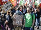 """""""Czujesz się wolny?"""" - pytali demonstranci w Belgii. Tajność negocjacji wokół umowy pomiędzy UE a USA może budzić obawy, m. in. o wolność i prawa obywatelskie."""