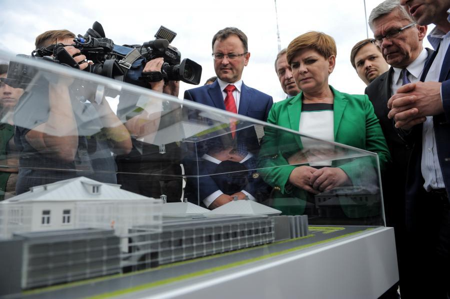 Beata Szydło podczas wizyty w Ostrołęce zwiedziła teren powstającego Muzeum Żołnierzy Wyklętych