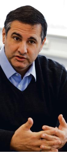 """Salvatore Babones amerykański socjolog zajmujący się ekonomią polityczną i badaniami ilościowymi w naukach społecznych. Ostatnio jego uwagę skupiają Chiny. Jest autorem dziesięciu książek, w tym najnowszej: """"Sixteen for '16: A Progressive Agenda for a Better America"""". Obecnie jest zatrudniony na Uniwersytecie w Sydney"""