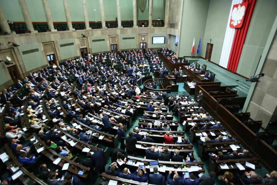 Posłowie podczas bloku wieczornych głosowań w Sejmie