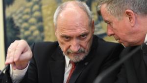 Minister obrony narodowej Antoni Macierewicz oraz przewodniczący komisji ON, poseł PiS Michał Jach