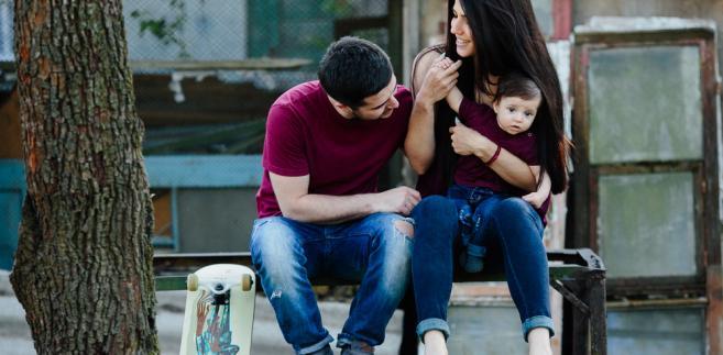 Docelowo dzieci, które są w rodzinach zastępczych, nie będą oddawane do adopcji zagranicznej. Trafią do niej jedynie te z domów dziecka.