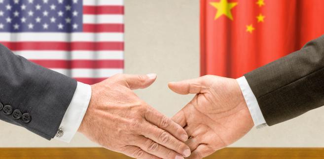 """Olbrzymia chińska maszyna eksportowa jako całość powinna przetrwać ten cios, ale taryfy Trumpa mogą mieć katastrofalne skutki dla pojedynczych firm, które są nastawione na amerykański rynek – ocenia """"SCMP""""."""
