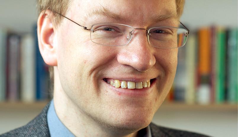 dr Anders Sandberg naukowiec, futurysta, transhumanista i pisarz. Posiada doktorat z neurologii komputerowej zdobyty na Stockholm University za pracę nad modelowaniem sieci neuronowych ludzkiej pamięci. Jest pracownikiem badawczym w grupie James Martin 21st Century School, będącej częścią Future of Humanity Institute na Wydziale Filozofii Uniwersytetu Oksfordzkiego w Anglii