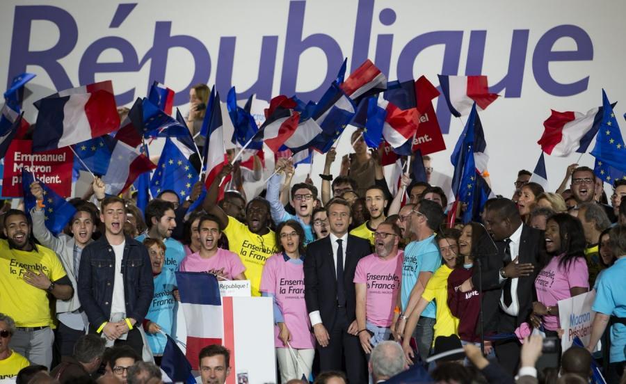 Emmanuel Macron ze swoimi zwolennikami
