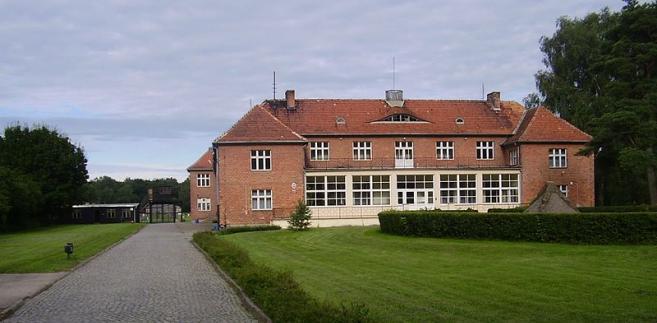 Sztutowo: Budynek komendantury dawnego niemieckiego obozu koncentracyjnego KL Stutthof