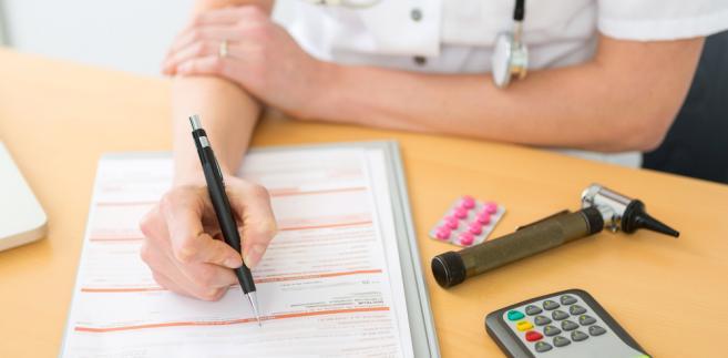 Jeżeli ZUS stwierdzi, że zwolnienie zostało faktycznie sfałszowane, odpowiedzialność poniesie zarówno lekarz, jak i pracownik