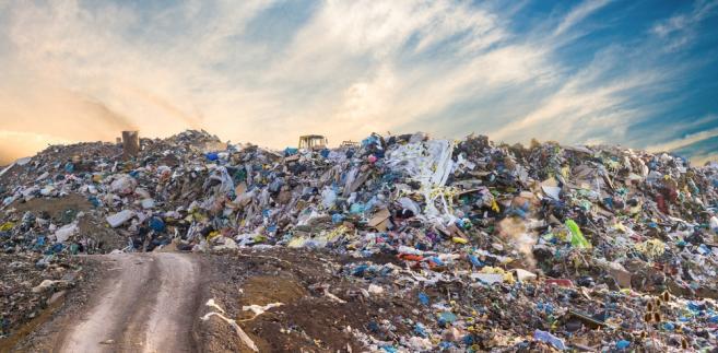 Składowisko śmieci płonie od kilku godzin