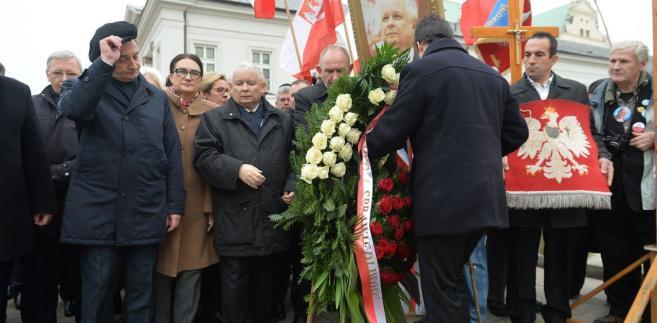 Jarosław Kaczyński podczas miesięcznicy smoleńskiej