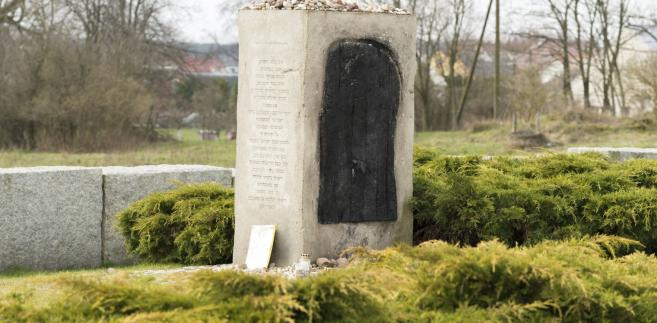Pomnik w Jedwabnem