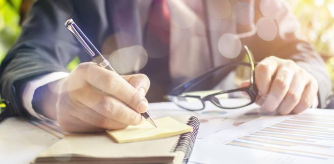 Wybór rozwiązania polegającego na podzieleniu rocznej kwoty odpisów amortyzacyjnych przez liczbę miesięcy w sezonie pozwoli przedsiębiorcy na szybsze zamortyzowanie środka trwałego wykorzystywanego sezonowo