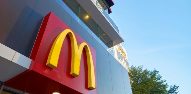 """Amerykańska sieć barów szybkiej obsługi prowadzi od czerwca loterię promocyjną """"50 lat burgera Big Mac""""."""