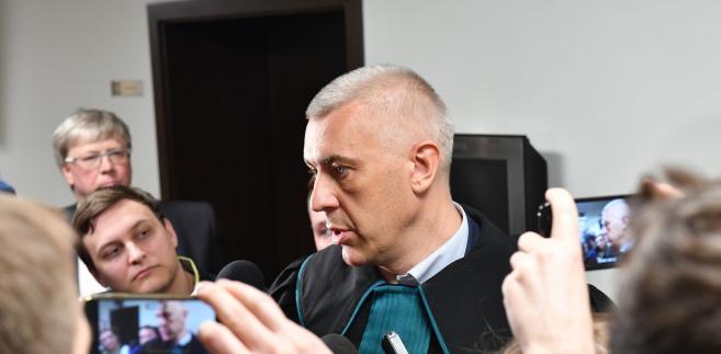 """""""Myślę, że w zażaleniu na decyzję sądu, znajdzie się przede wszystkim zarzut dotyczący tego, że sąd uznał za uprawdopodobnione czyny zarzucone posłowi Gawłowskiemu. Z akt, które analizowałem przez dziewięć godzin, wynika, że te czyny są kompletnie nieuprawdopodobnione""""- Roman Giertych, obrońca Stanisława Gawłowskiego"""