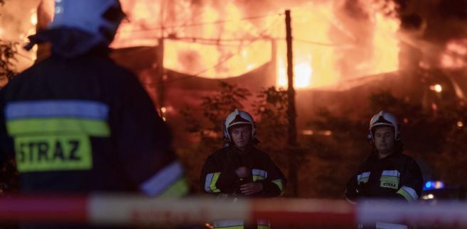 """Jeżeli ktoś podpala ścianę, gdzie znajdują się rury gazowe, które zostały solidnie opalone, a one były bardzo dobrze widoczne, to musi zakładać doprowadzenie do nieszczęścia. Stąd moje zawiadomienie"""" - powiedział."""