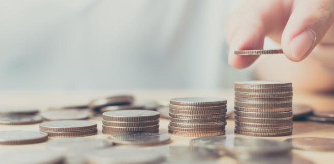 Najbardziej problematyczną kwestią, a jednocześnie najpilniejszą z punktu widzenia związków, są podwyżki w sferze budżetowej.