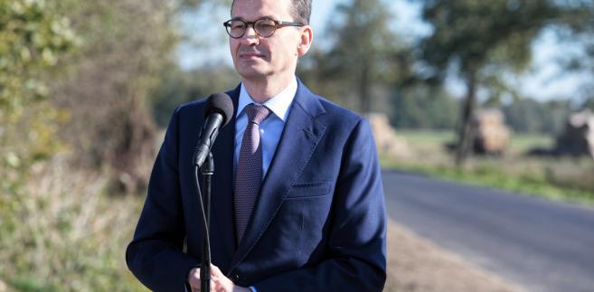 Premier Mateusz Morawiecki podczas uroczystości otwarcia drogi powiatowej nr 1615L Zaliszcze-Podedwórze