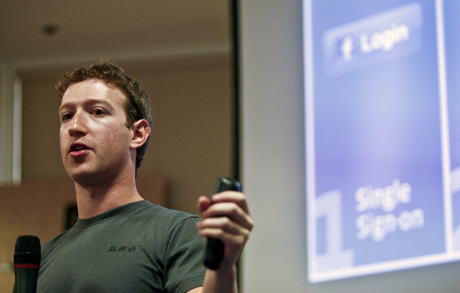 Mark Zuckerberg, założyciel i CEO Facebook Inc, przemawia na konferencji prasowej w siedzibie firmy w Palo Alto, Kalifornia, USA