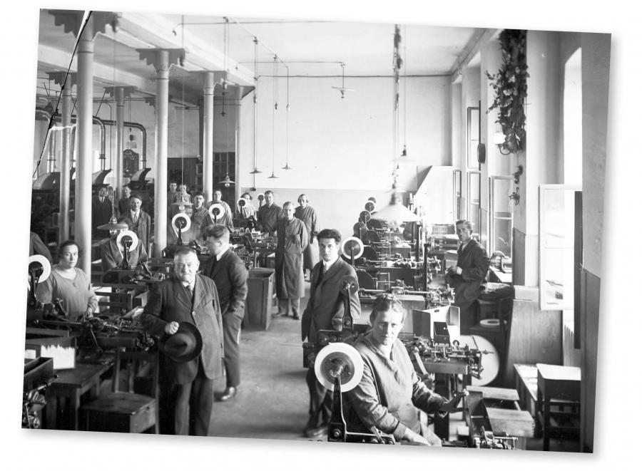 Już 11 stycznia 1919 r. Naczelnik Państwa Józef Piłsudski wydał dekret o obowiązkowym ubezpieczeniu pracowników