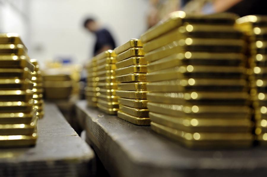 Produkcja sztabek złota w Argor-Heraeus SAw w Mendrisio w Szwajcarii.